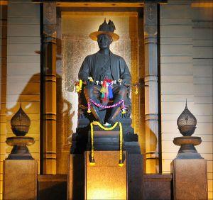 Rama I Statue at Memorial Bridge